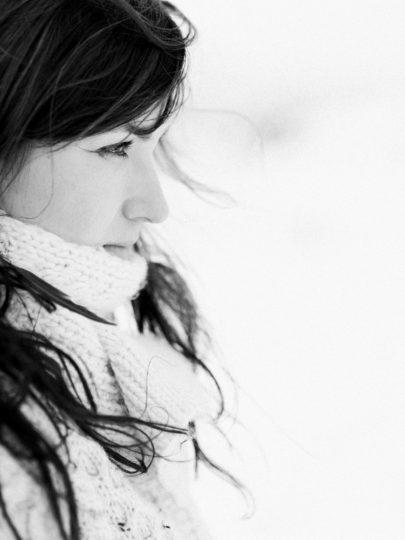 Capyture - Une seance engagement sous la neige - La mariee aux pieds nus