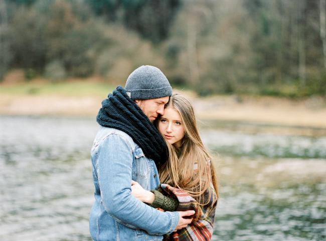 Capyture - Une seance engagement dans la nature - La mariee aux pieds nus