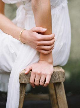 7 astuces pour rédiger ses voeux de mariage - A découvrir sur le blog mariage www.lamarieeauxpiedsnus.com - Photo : Rylee Hitchner