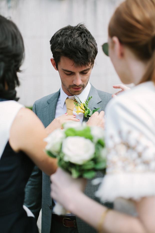 Troistudios Photography - Un mariage a Paris - La mariee aux pieds nus