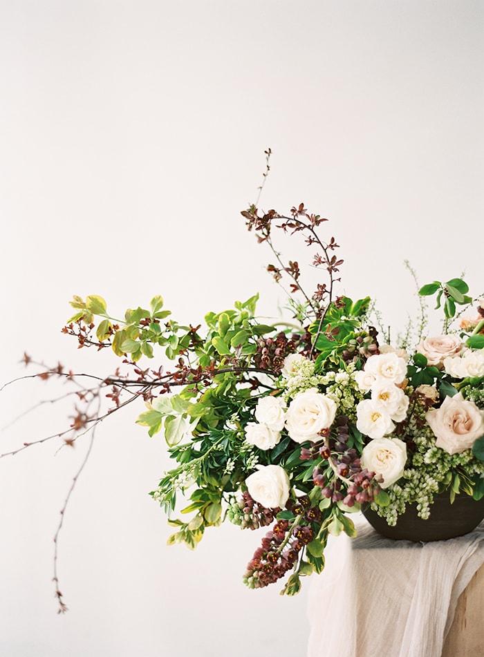 Comment choisir les fleurs de votre mariage - Conseils et astuces sur le blog mariage www.lamarieeauxpiedsnus.com - Photos : Lauren Kurc