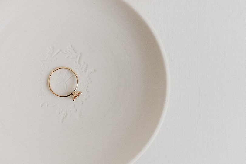 Comment bien choisir sa bague de fiançailles - Or du monde - La mariée aux pieds nus