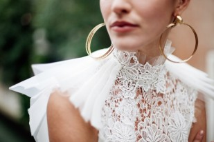 Constance Fournier - Robes de mariée - Collection 2017 - A découvrir sur le blog mariage www.lamarieeauxpiedsnus.com