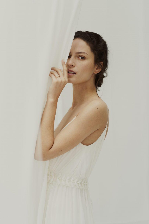 Douze Paris - Joaillerie de mariage - Bagues de fiançailles - Blog mariage : La mariée aux pieds nus