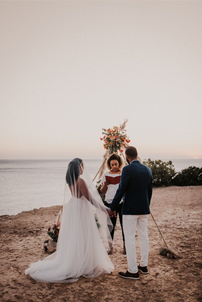Un elopement bohème à Ibiza - Photos : El momento perfecto fotografo - Blog mariage : La mariée aux pieds nus
