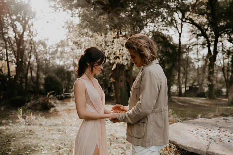 Un elopement au Coco Barn Wood Lodge près d'Hossegor dans les Landes - Photos : The Quirky - Blog mariage : La mariée aux pieds nus