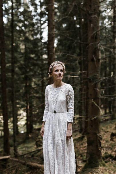 Un elopement dans une forêt des Pyrénées - Photos : Yoris Photographe - A découvrir sur le blog mariage www.lamarieeauxpiedsnus.com