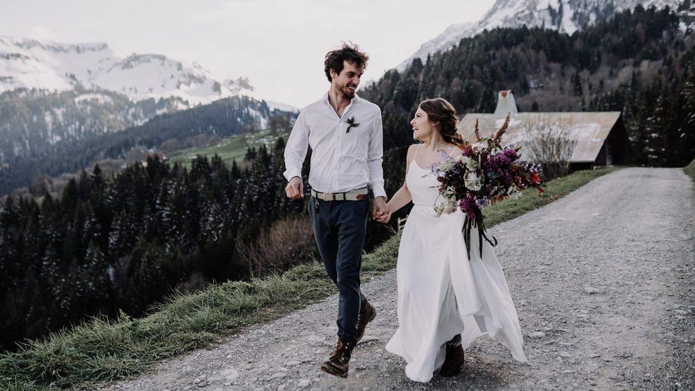 Un elopement au Gite du Passant dans les Alpes - Photos : Sidonie Vidal - Blog mariage : La mariée aux pieds nus