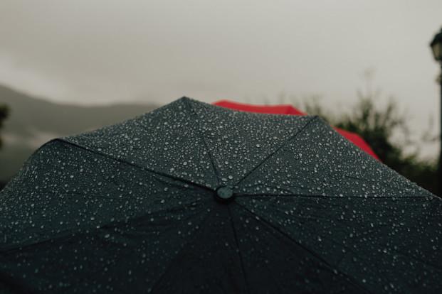 Un elopement sous la pluie - A découvrir sur le blog mariage www.lamarieeauxpiedsnus.com - photos Baptiste Hauville - You Made My Day