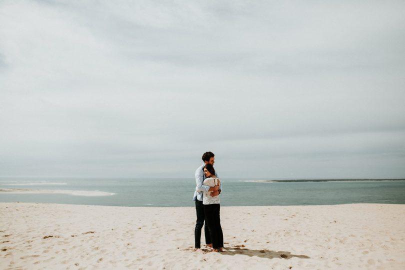 Une séance engagement sur la Dune du Pilat - Photos : Coralie Lescieux - Blog mariage : La mariée aux pieds nus