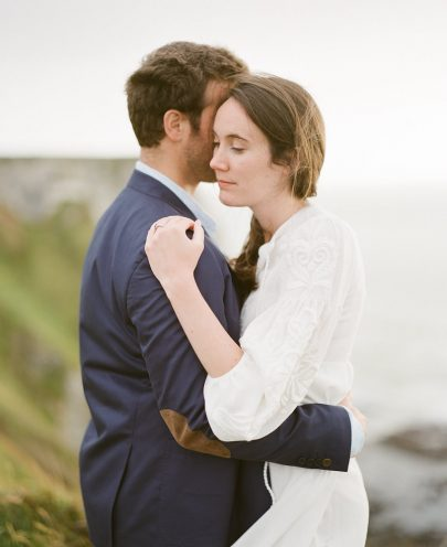 Une séance engagement sur les falaises d'Etretat - Photos : Alain M - Blog mariage : La mariée aux pieds nus