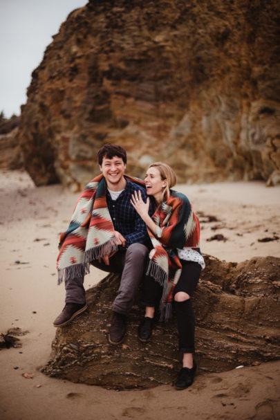 Une séance engagement sur la Côte Sauvage - A découvrir sur le blog mariage www.lamarieeauxpiedsnus.co-m - Photos : Emilie Bernard Photographie