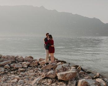 Une séance engagement au bord d'un lac - Photos : Matterhorn Photography - Blog mariage : La mariée aux pieds nus