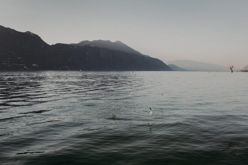 Un eséance engagement au bord d'un lac - Photos : Matterhorn Photography - Blog mariage : La mariée aux pieds nus