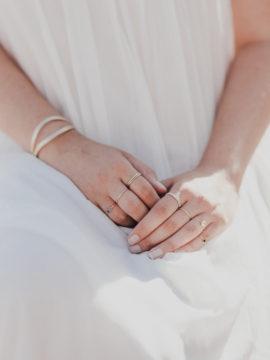 Une séance engagement à Porquerolles - Histoires et détails - Ateliers Nessa Buonomo - La mariée aux pieds nus - Photos : Capyture