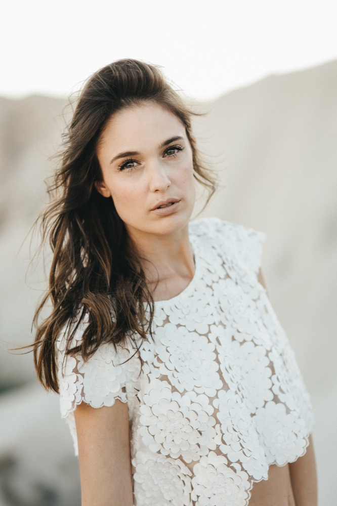 Elisa Ness - Robes de mariée - Collection 2018 - PPhotos : Fabien Courmont - Blog mariage : La mariée aux pieds nus