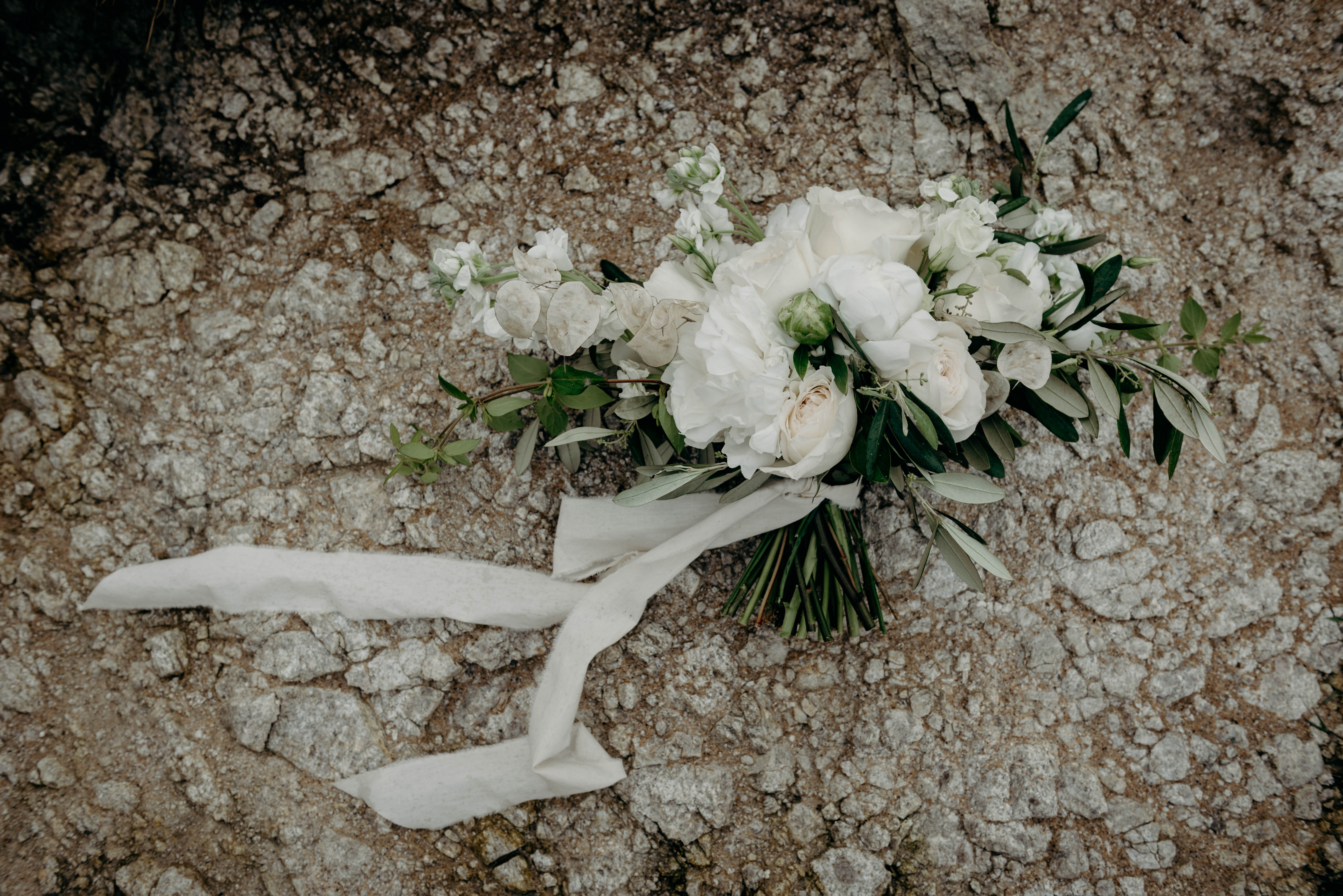 Folie Douce - Artisan Fleuriste - La mariée aux pieds nus