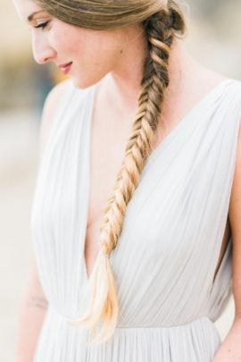 10 idées de coiffures de mariée tressées - La mariée aux pieds nus - Photo : Honey honey Photography
