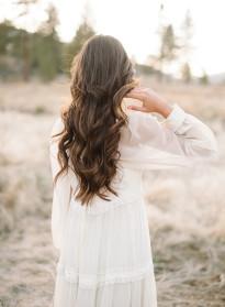 10 idées de coiffures de mariée naturelles à découvrir sur le blog mariage La mariée aux pieds nus - Photo : Daniel Cruz Photo