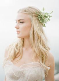 10 idées de coiffures de mariée naturelles à découvrir sur le blog mariage La mariée aux pieds nus - Photo : KT Merry