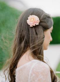 10 idées de coiffures de mariée naturelles à découvrir sur le blog mariage La mariée aux pieds nus - Photo :Rebecca Yale Photography