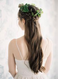 10 idées de coiffures de mariée naturelles à découvrir sur le blog mariage La mariée aux pieds nus - Photo : Jen Huang