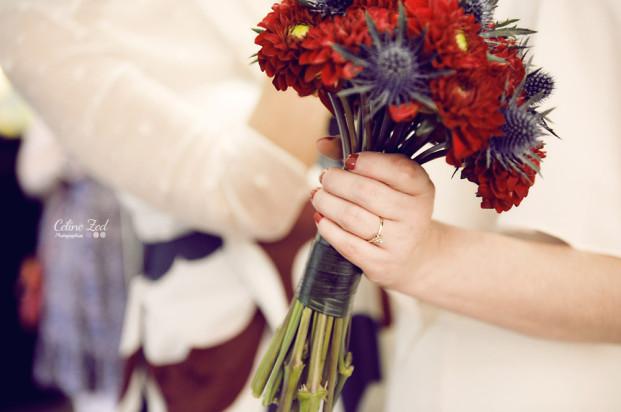 ©Celine Zed - Mariage en rouge et bleu - La mariee aux pieds nus