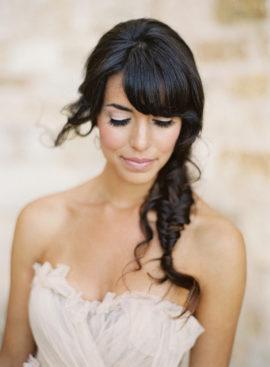 10 idées de coiffures de mariée tressées - La mariée aux pieds nus - Photo : Jose Villa