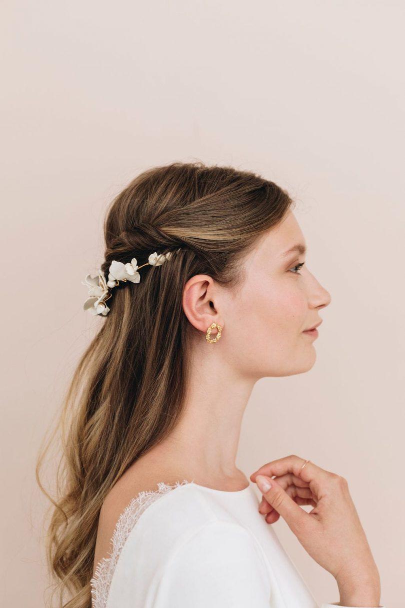 Vous avez envie d'une coiffure de mariée simple à réaliser pour le lendemain de votre mariage? Retrouvez le tuto de la demi-queue torsadée de Billy and Clyde sur le blog mariage La mariée aux pieds nus.