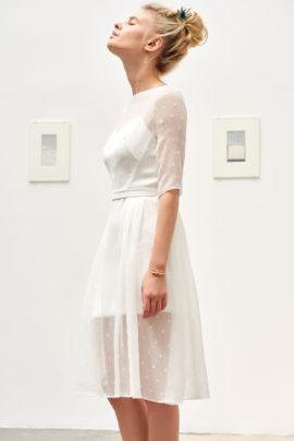 A découvrir sur le blog mariage www.lamarieeauxpiedsnus.com - Camille Marguet - Robes de mariée - Collection 2017 - Modele : Johan