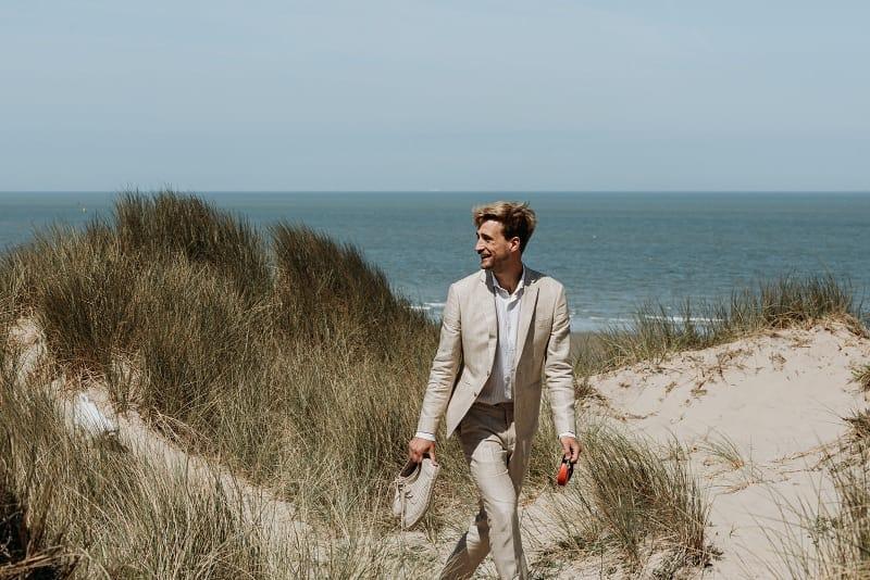 Un mariage bohème et intime sur une plage en Belgique - Photos : Kaat de Malsche - Blog mariage : La mariée aux pieds nus