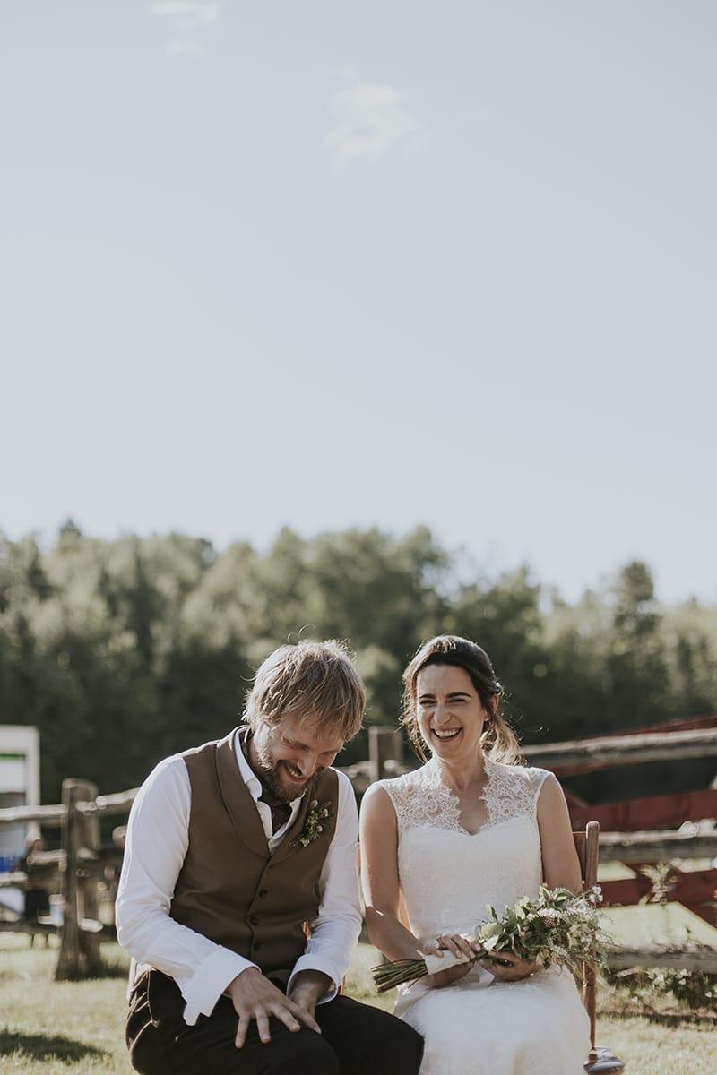 Un mariage simple et champêtre à la Grange C au Québec - Photos : Bianca des Jardins - Blog mariage : La mariée aux pieds nus