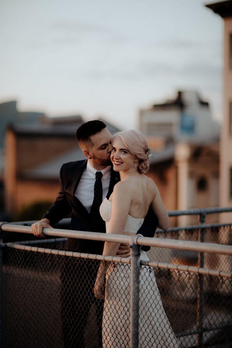 Un mariage industriel et fleuri - Photos : ChaseWild - Blog mariage : La mariée aux pieds nus
