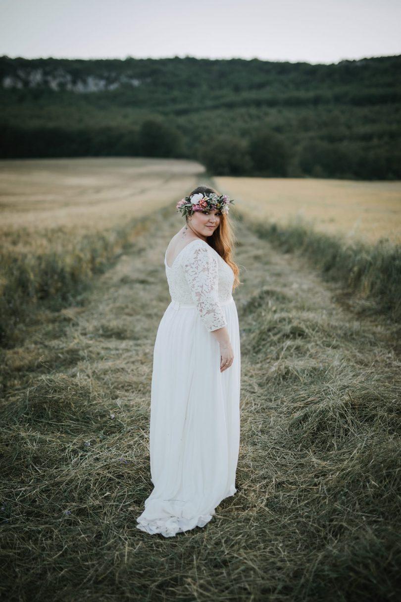 Vivre ses essayages de robe de mariée lorsqu'on ne fait pas un 38 et qu'on est une mariée grande taille ou plus size ? Conseils et adresses sur le blog mariage La mariée aux pieds nus - Photos : Neupap Photography