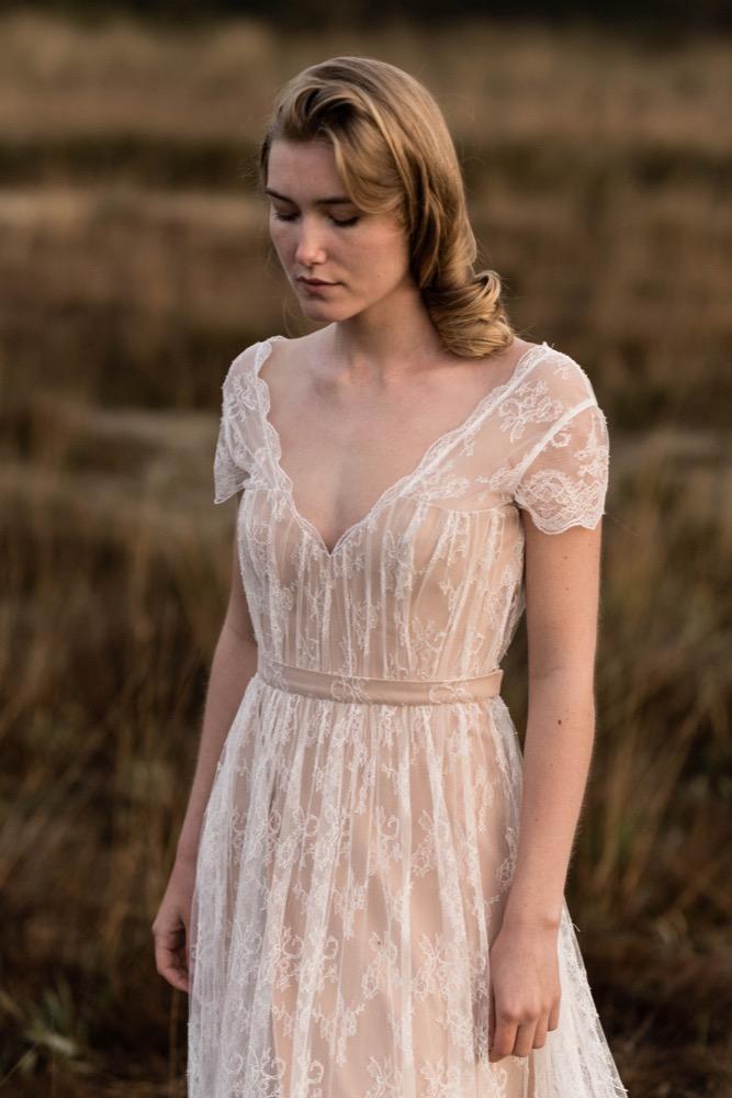 Marion Kenezi - Robes de mariée - Collection 2018 - A découvrir sur le blog mariage www.lamarieeauxpiedsnus.com - Photos : Julien Navarre