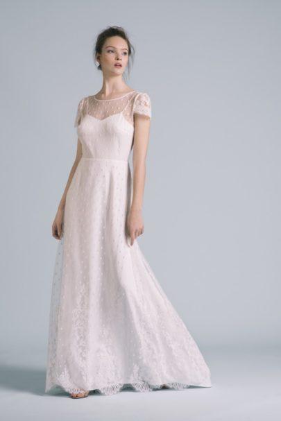 La mariée aux pieds nus - Photo : Elodie Timmermans Robe de mariée Oh Oui - Atelier Anonyme - Modele Bianca