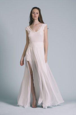 La mariée aux pieds nus - Photo : Elodie Timmermans Robe de mariée Oh Oui - Atelier Anonyme - Modele Brune