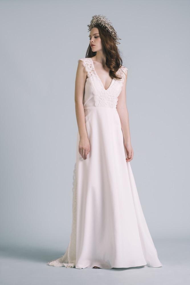 La mariée aux pieds nus - Photo : Elodie Timmermans Robe de mariée Oh Oui - Atelier Anonyme - Modele Louison