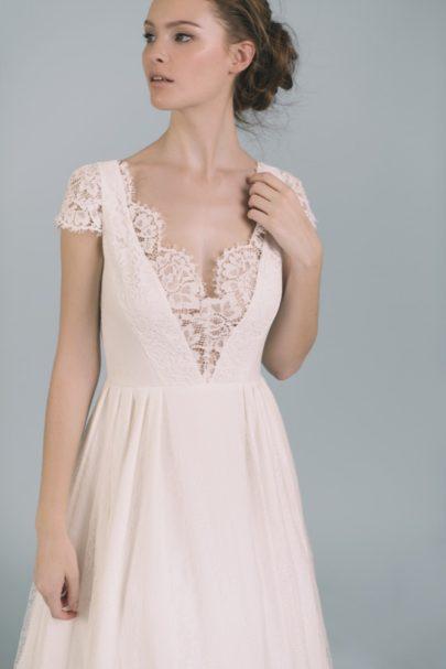La mariée aux pieds nus - Photo : Elodie Timmermans Robe de mariée Oh Oui - Atelier Anonyme - Modele Maia