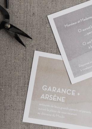Comment rédiger ses faire part de mariage - Découvrez les astuces sur le blog mariage www.lamarieeauxpiedsnus.com - Faire part Rosemood Atelier