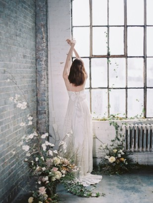 Découvrez sur le blog mariage www.lamarieeauxpiedsnus.com la collection 2017 de robes de mariée de Truvelle - Modele : Abbott