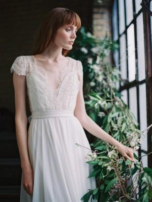 Découvrez sur le blog mariage www.lamarieeauxpiedsnus.com la collection 2017 de robes de mariée de Truvelle - Modele : Cambie