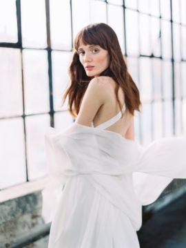 Découvrez sur le blog mariage www.lamarieeauxpiedsnus.com la collection 2017 de robes de mariée de Truvelle - Modele : Columbia
