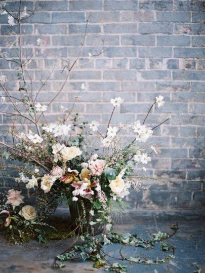 Découvrez sur le blog mariage www.lamarieeauxpiedsnus.com la collection 2017 de robes de mariée de Truvelle