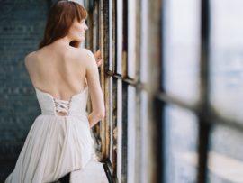 Découvrez sur le blog mariage www.lamarieeauxpiedsnus.com la collection 2017 de robes de mariée de Truvelle - Modele : Powell