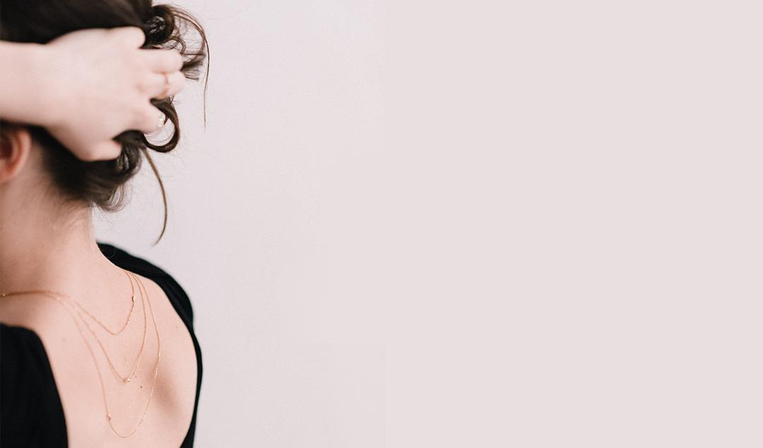 Leila Buecher - Joaillerie contemporaine - Photos : Chloé Lapeyssonnie - Blog mariage : La mariée aux pieds nus