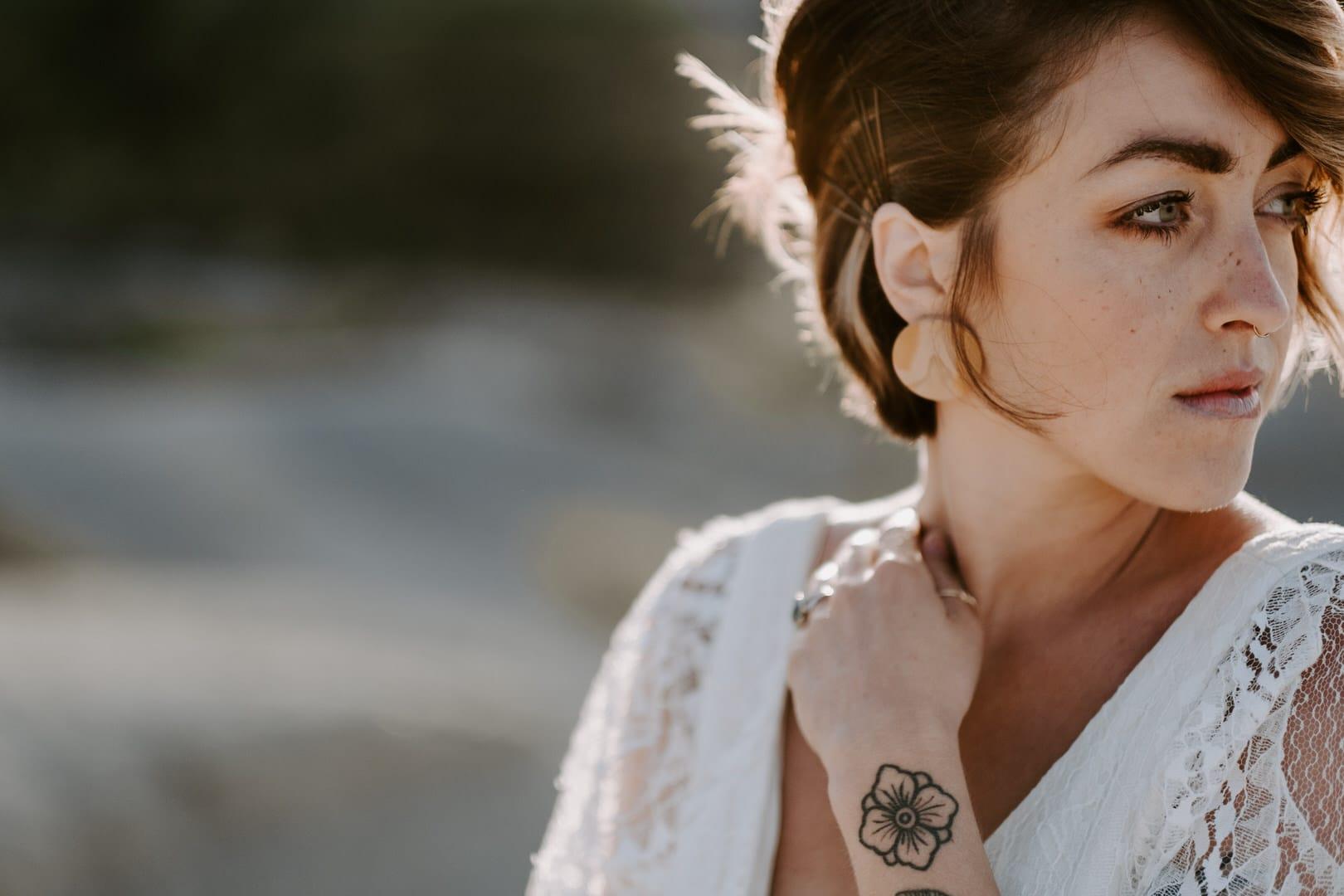 Mademoiselle Mandy - Coiffure et Maquillage de mariée - Paris - La mariée aux pieds nus
