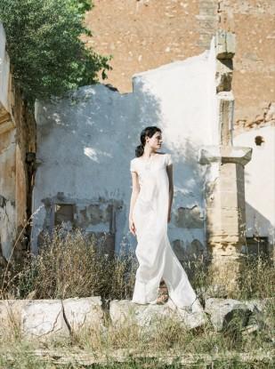 Ana Lui Photography - Portrait de mariee sur la plage - Boudoir - La mariee aux pieds nus