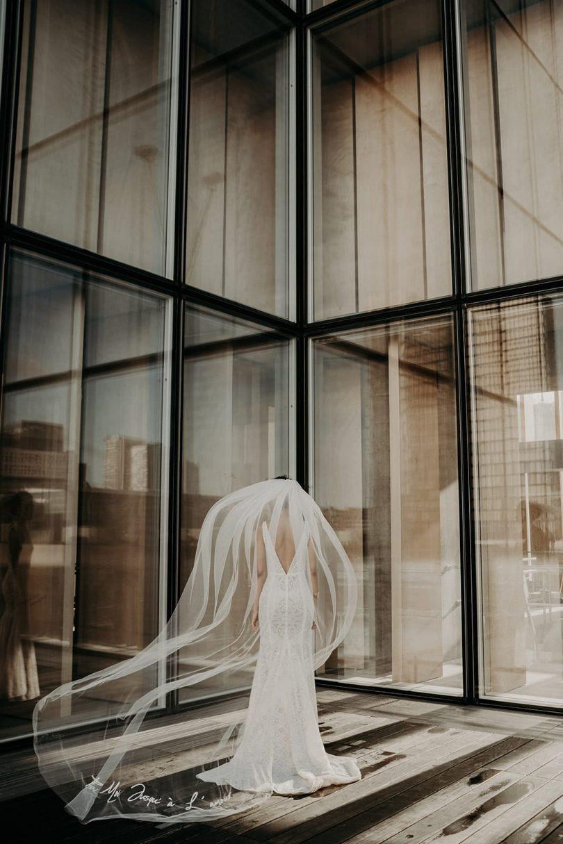 Manon Gontero - Robes de mariée - Collection voiles de mariée brodés - Photos : The Quirky - Blog mariage : La mariée aux pieds nus