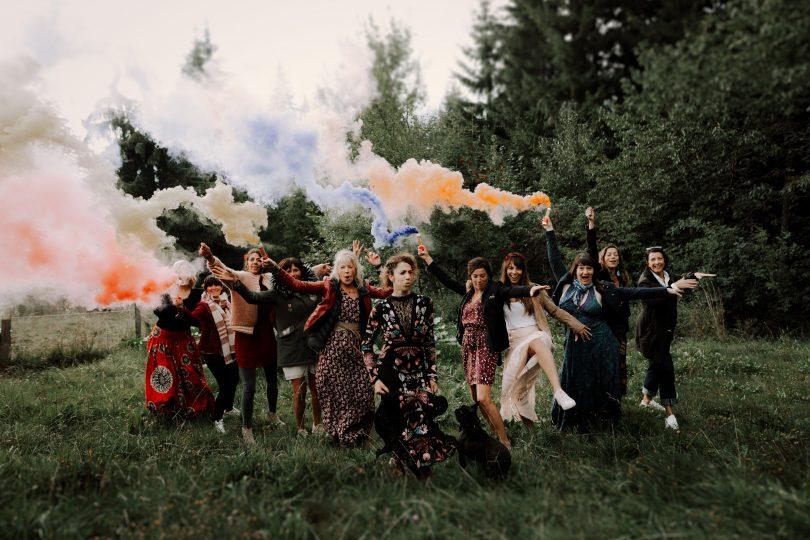 Un mariage atypique, coloré et en petit comité en Haute-Savoie - Photos : Amandine Marque - Blog mariage : La mariée aux pieds nus